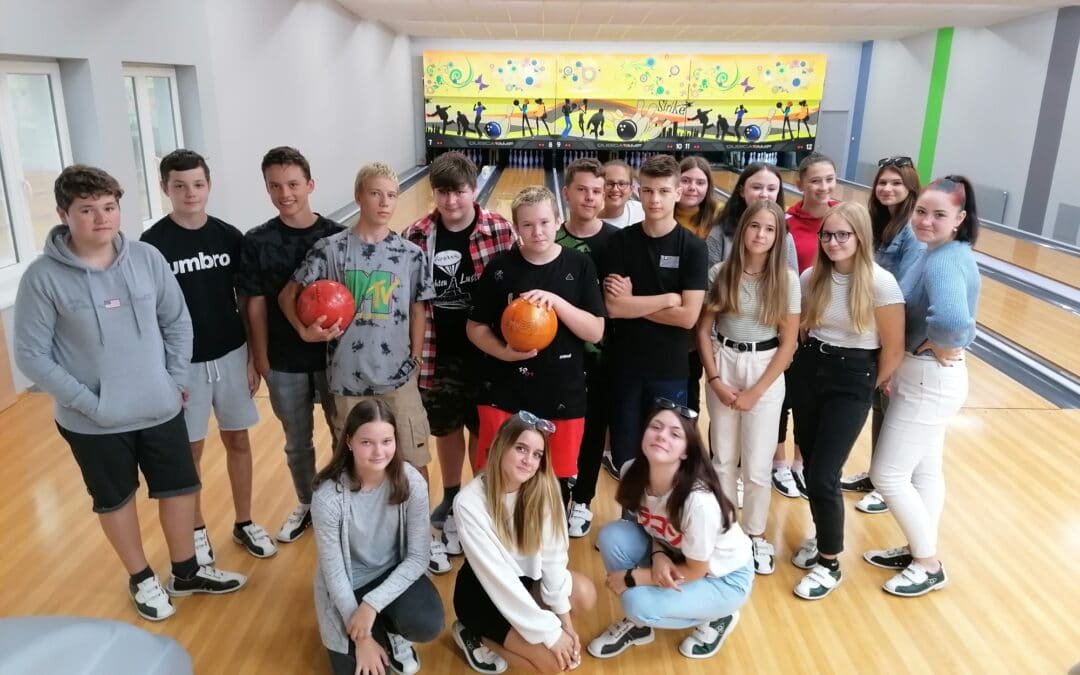 9.B zahájila nový školní rok na bowlingu